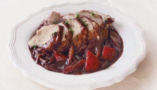 鶏ムネ肉のロースト・赤ワイン煮込み