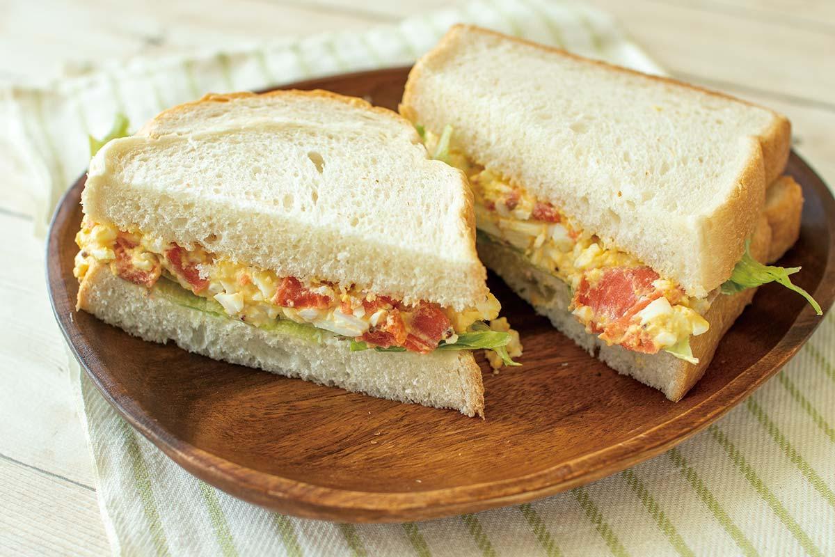 スモークサーモンのタルタルサンドイッチ